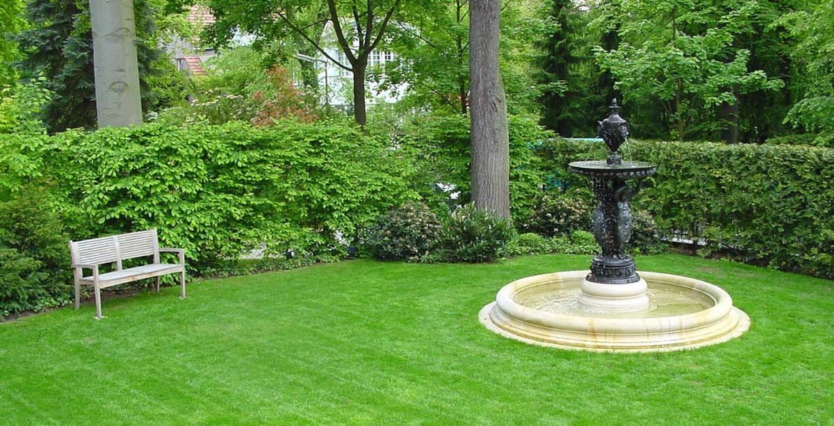 Leitgedanke gartengestaltung landschaftsgestaltung for Gartengestaltung mit brunnen